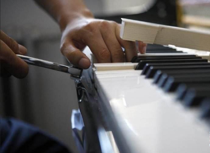 石家庄钢琴调律电话15830649179