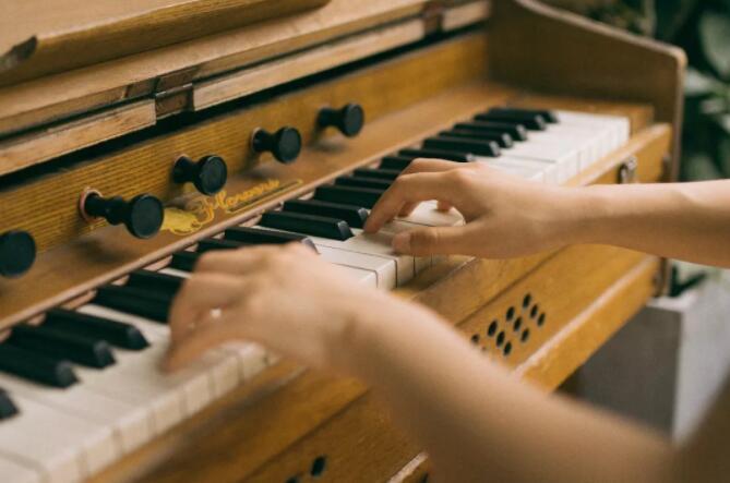 钢琴保养注意事项