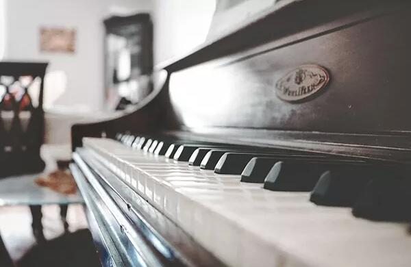 石家庄钢琴维修调律电话15830649179