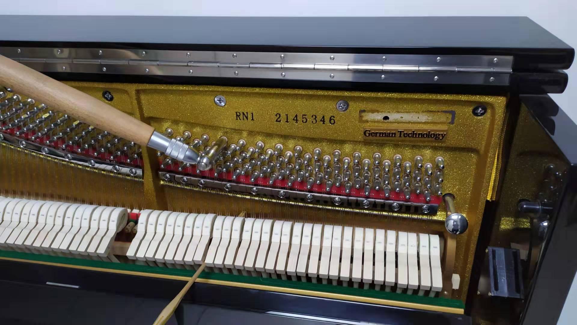 里特米勒(Ritmüller)RN1立式钢琴调律,三和弦钢琴调律维修工作室,服务项目包括:钢琴调律,钢琴维修,钢琴整理,钢琴补漆,钢琴外观抛光,石家庄钢琴调律维修电话:15830649179。