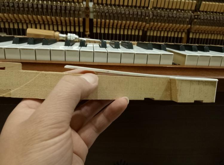 三和弦钢琴调律维修工作室,服务项目包括:钢琴调律,钢琴维修,钢琴整理,钢琴补漆,钢琴外观抛光,日韩二手进口钢琴出售,石家庄钢琴调律维修电话:15830649179