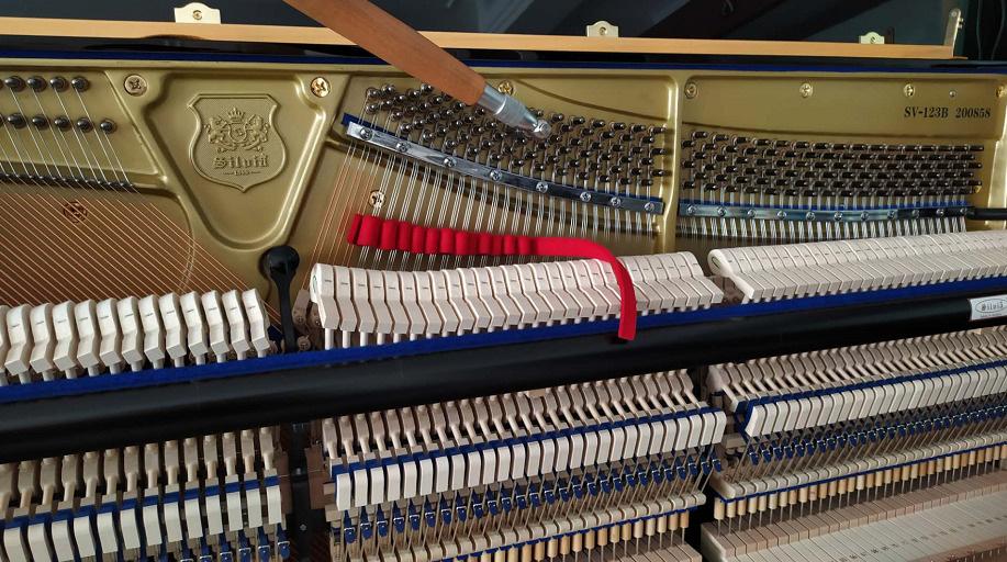西尔维娅(SILVIA)立式钢琴调律和整理,三和弦钢琴调律维修工作室,服务项目包括:钢琴调律,钢琴维修,钢琴整理,钢琴补漆,钢琴外观抛光,石家庄钢琴调律维修电话:15830649179。